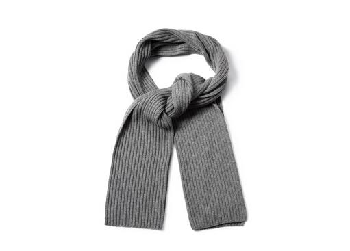 男士围巾的织法-男士围巾怎么织? 男士围巾的织法 1、先取出毛线预留约100cm长,在钉板的a端固定(打结),由a端绕到b端固定,取一段不同颜色的线,由a到b整个圈住打结。 2、把b的结打开,再沿着上一层的绕法绕回a点固定。 3、用0/3或0/5勾针把下层的线,挑到上一层,依序每一支钉子都要挑到。 4、用0/3或0/5勾针把钉子的另外一排下层的线,挑到上一层,依序每一支钉子都要挑到。 5、把固定在a端的线松开,整排的线往下压整理整齐。 6、依序重复再绕线,再把下一层的线挑到上一层,两边都必须挑。 7、重