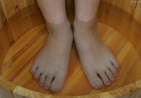 泡脚的好处-用什么泡脚好?