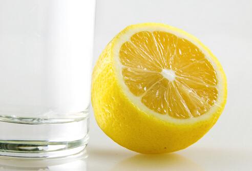 喝蜂蜜柠檬水真的v蜂蜜?节食后的感觉图片