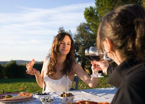 如何学习社交酒会中的葡萄酒礼仪