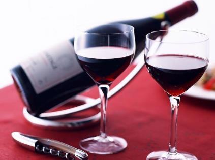 葡萄酒礼仪:如何斟酒与敬酒
