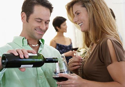 酒桌礼仪常识:斟酒敬酒礼仪应该注意哪些