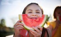 怎么吃西瓜才健康?吃西瓜主食要减半