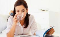 喝温开水好处:养胃、清洁口腔、刷牙保护牙龈