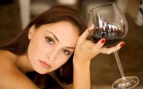 红酒护肤:让肌肤也醉一次