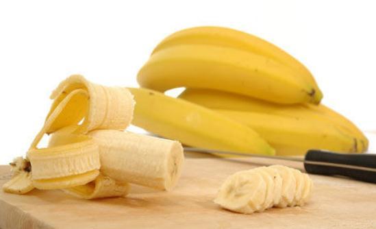 自制香蕉祛痘美白面膜的方法