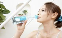 定时饮水有助健康养肾