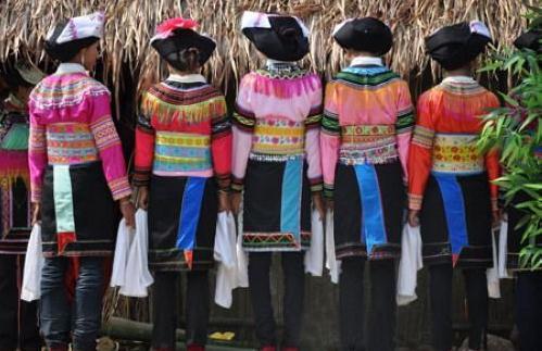 拉祜族的抢头巾
