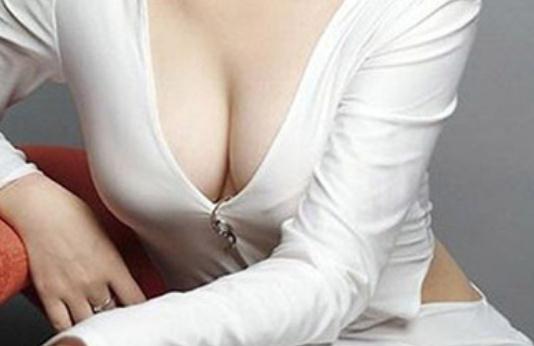 为什么你胸小?女人胸小的原因