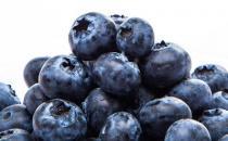 女性上班族吃蓝莓抗氧化