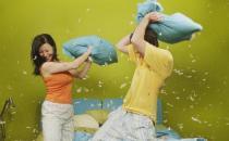 怎么增加夫妻感情?多牵手拥抱