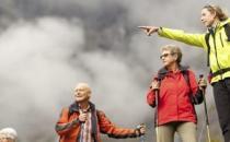 老人外出旅游该如何保健