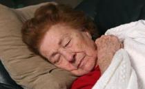 失眠老人试试冥想改善睡眠