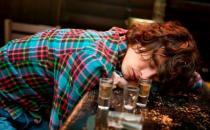 酒后千万别立刻睡觉 酒后要避免的七件事情