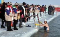 冬季游泳的好处及注意事项
