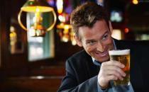 男性喝啤酒的8个注意