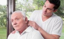 老人常按摩头皮 预防老花眼