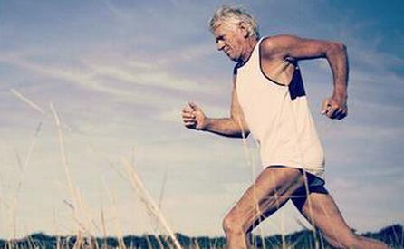老人跑步简笔画