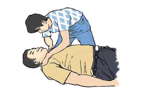 注意事项需重视 1、保持冷静 发现病人中风后,切忌慌乱紧张。应先让病人平卧在床上,并尽快与医院或急救中心联系。 2、忌乱用药 中风可分为出血性中风和缺血性中风,在诊断未明确时,不要用药。因为不同类型的中风用药也不同。 3、掌握正确搬运病人的方法 首先,不要急于从地上把病人扶起,最好2~3人同时把病人平托到床上,头部略抬高,以避免震动。其次,松开病人的衣领,如有假牙取出假牙。另外,如果病人出现呕吐,应先将其头部偏向一侧,以免呕吐物堵塞气管;如果病人发生抽搐,可用筷子垫在上下牙之间,以防咬破舌头;如果病人出现