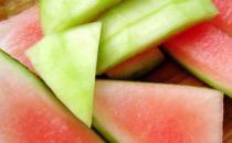减肥食谱:西瓜皮荷叶滚丝瓜