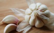 大蒜不能和8种食物同吃 3类人更不宜吃大蒜