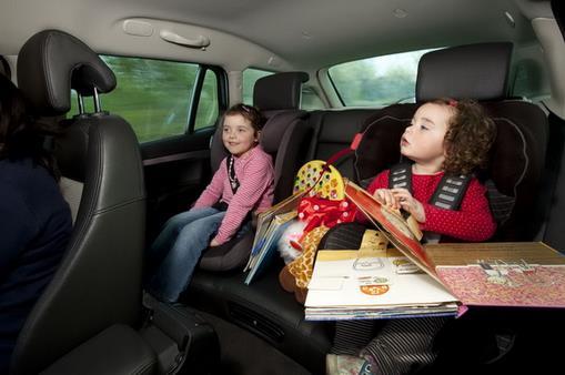 带上孩子开车旅行怎样才平安?