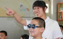 学生视力下降不可盲目配眼镜