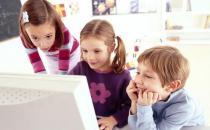 家长禁止孩子在7岁之前玩电脑