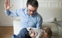 父母打骂中的潜意识植入