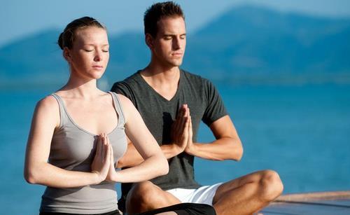 白领健康 > 正文   白领办公室可操作瑜伽养生