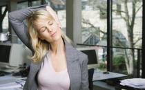 揭秘女性白领职业装光鲜外表下的健康隐患
