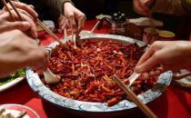 吃得太辣易错失味觉 上班族午餐怎么吃才健康?