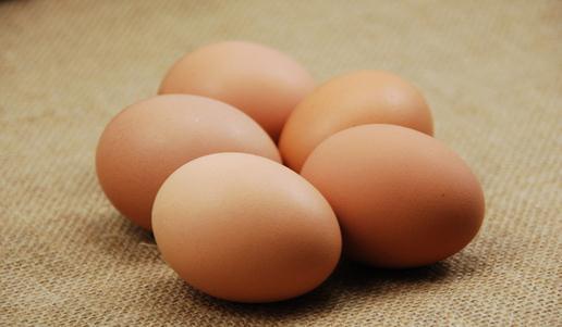 刚煮熟的热鸡蛋能用冷水泡吗