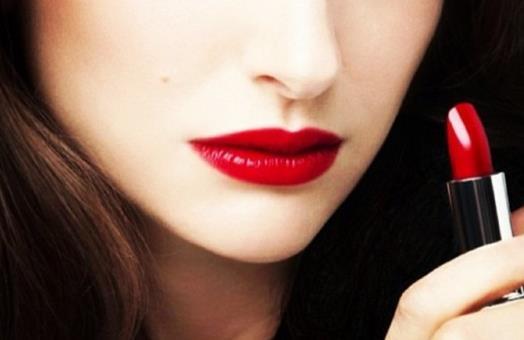 防止口红脱妆的小妙招