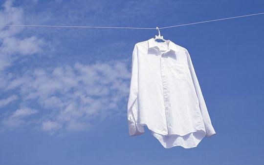 衣服沾上顽渍怎么办?巧去衣服顽渍的方法