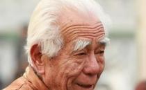 老人的白发长哪里最危险