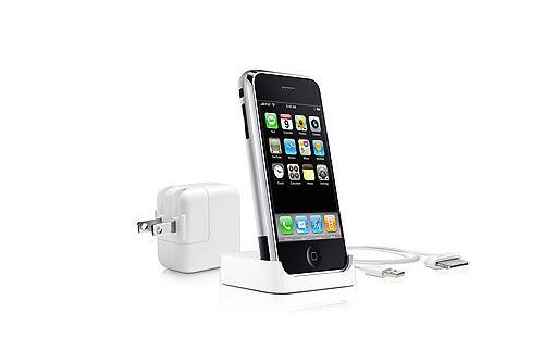 """如何提高iPhone手机的充电效率? 如何提高iPhone手机的充电效率? 1、关机或飞行模式时充电最快 智能手机的显示屏和游戏应用是最耗电的。因此,充电的时候,很多人会关掉手机屏幕,不使用手机应用软件。然而,很少有人知道,智能手机的通讯和信息同步也会消耗很多电量。 所以,在需要紧急充电的时候,关掉手机电源是最快的充电方法。但是,对于iPhone,即使关闭电源,只要连接充电线,电源就会自动打开(国行除外),所以无法在关闭电源的条件下充电。这时候,只需要将iPhone调为""""飞行模式&rdquo"""