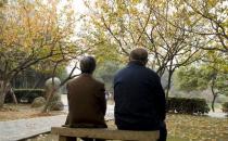 老人想要长寿回到故乡