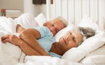 老人选床有讲究 睡软床存在健康隐患