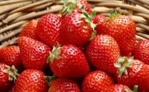 神奇!草莓居然能祛痘