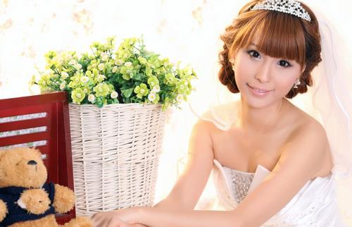 抢眼美丽新娘妆的画法