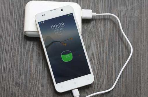 电池给手机充电 都不超过1300元,5000mAh大电池和前置双摄手机你选谁
