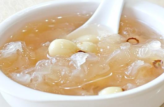 银耳莲子汤的功效与作用