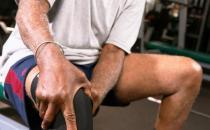 老人戴护膝更能保护膝关节