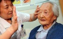 眼花变好须当心老年性白内障