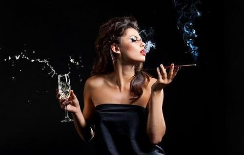 女性爱抽烟喝酒易得宫外孕