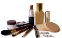 当心化妆工具成细菌天堂