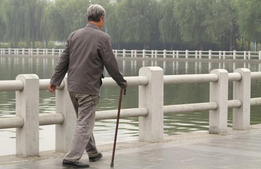 冬季中老年人排便不畅 小心脑梗心梗
