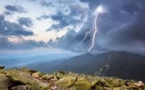 雷电来临哪里最安全?电闪雷鸣自我保护法