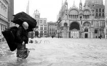洪涝灾害的自救方法